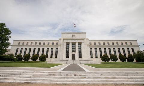 Federal Reseve: Ανακάμπτει η οικονομία στις ΗΠΑ - Ανάπτυξη 4,2% το 2021