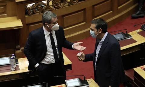 Αποκάλυψη: Ο διάλογος Τσίπρα - Λοβέρδου στη Βουλή για τις... μπουνιές που δεν έπεσαν