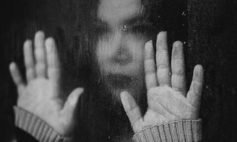 Αποτροπιασμός στο Πέραμα: Κακοποιούσε επί τρία χρόνια τη σύντροφό του και την 10χρονη κόρη της