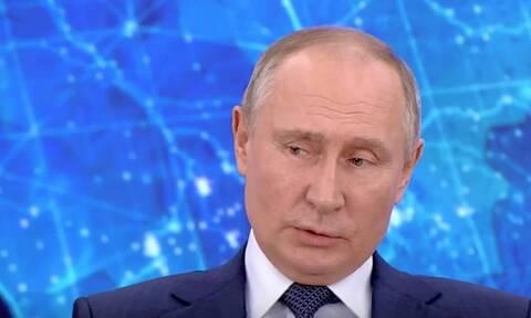 """Путин заявил, что Россия """"белая и пушистая"""" по сравнению с Западом"""