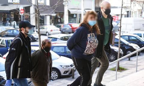 Σοκ στη Θεσσαλονίκη: Με κλωτσιές και μπουνιές σκότωσαν τον 87χρονο o 14χρονος και η 12χρονη