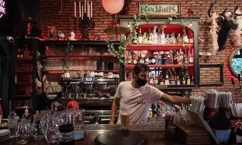 Lockdown - Βόλος: Ιδιοκτήτης μπαρ άνοιξε το μαγαζί και σέρβιρε σε πελάτες - Tσουχτερά πρόστιμα