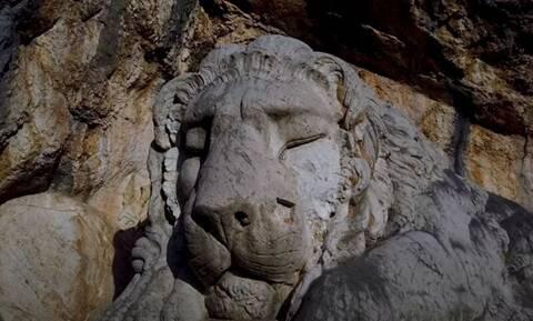 Ο Λέων του Ναυπλίου: Το μνημείο που εδώ και 180 χρόνια αποτίει φόρο τιμής στα θύματα από επιδημίες