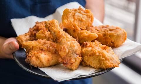 Δεν έχεις δει πιο λαχταριστά τηγανητά κοτόπουλα
