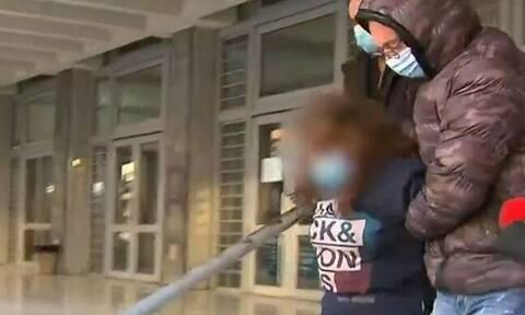 Δολοφονία στη Θεσσαλονίκη: Προκλητική η γιαγιά των ανηλίκων - Άφαντος ο 14χρονος (vid)