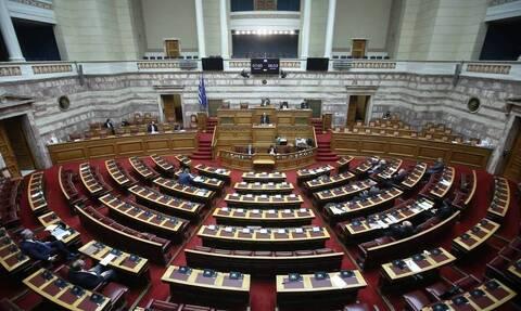Ονομαστική ψηφοφορία ζήτησε ο ΣΥΡΙΖΑ για την κυριακάτικη λειτουργία των καταστημάτων
