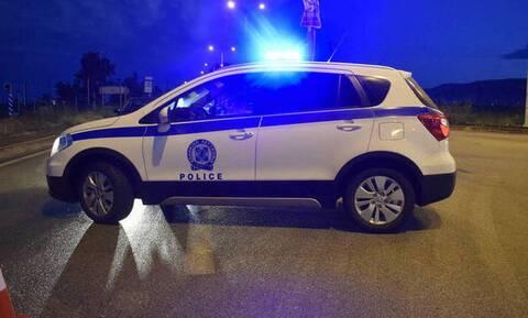 Σύλληψη αστυνομικών σε παράνομη χαρτοπαικτική λέσχη - Οπλοστάσιο το καφενείο