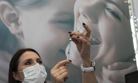 Κορονοϊός: Τέσσερις και σήμερα για τις πρώτες δόσεις του εμβολίου- Το χρονοδιάγραμμα των εμβολιασμών