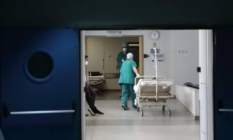 Θλίψη για τον 59χρονο νοσηλευτή που «έφυγε» από κορονοϊό: To συγκινητικό «αντίο» από τον γιο του