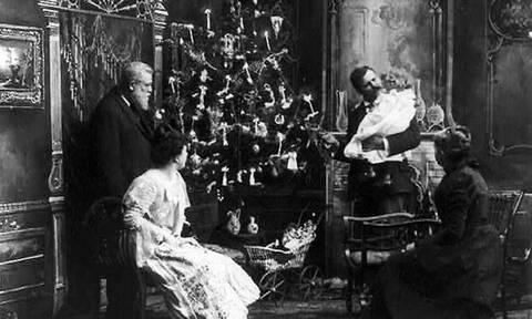 Πώς και πότε καθιερώθηκε ο στολισμός του χριστουγεννιάτικου δέντρου στην Ελλάδα και τον κόσμο