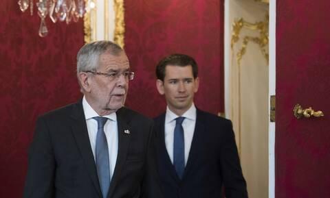 «Έχουμε αρκετό χώρο»: Ο πρόεδρος της Αυστρίας καλεί τον Κουρτς να δεχθεί πρόσφυγες από τη Μυτιλήνη