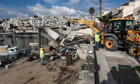 Αλλάζει το Μικρολίμανο: Κατεδαφίζονται οι αυθαίρετες κατασκευές στο παραλιακό μέτωπο