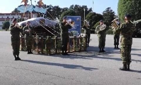 Κάλαντα Χριστουγέννων: «Να τα πούμε» από τη Γαύδο μέχρι τον Έβρο με τη βοήθεια του Στρατού