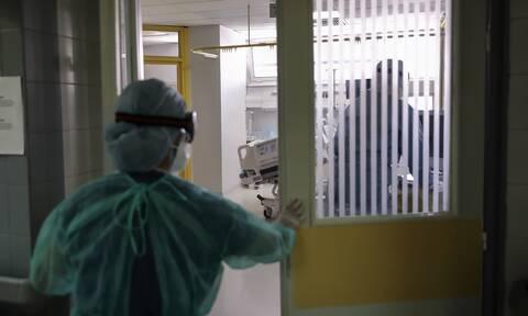 Κρούσματα σήμερα: Επτά νεκροί 43 έως 59 ετών από κορονοϊό σε 24 ώρες χωρίς υποκείμενα νοσήματα