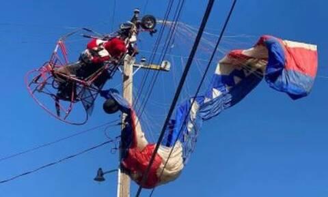 Άγιος Βασίλης έπεσε σε ηλεκτροφόρα καλώδια με το… έλκηθρό του (video)