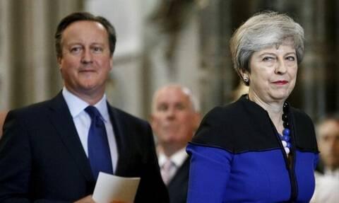 Brexit: Πώς αντέδρασαν στη συμφωνία Τερέζα Μέι και Ντέιβιντ Κάμερον