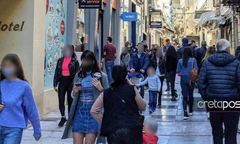 Κρήτη: Κοσμοσυρροή στο… Ηράκλειο για τα τελευταία ψώνια πριν τα Χριστούγεννα