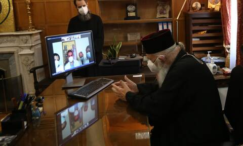 Archbishop Ieronymos gives Christmas wishes to hospital staff