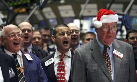 Άνοδος στην «κουτσουρεμένη» συνεδρίαση της Wall Street - Μικρά κέρδη για το πετρέλαιο