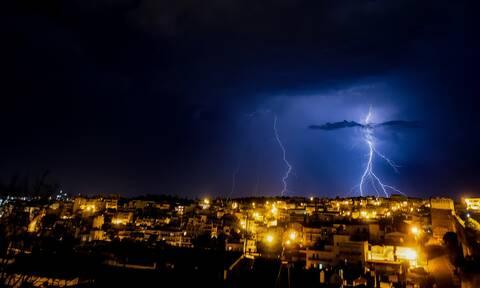 Καιρός - Έκτακτο δελτίο ΕΜΥ: σφοδρές καταιγίδες και χιόνια - Πού θα χτυπήσουν τα έντονα φαινόμενα