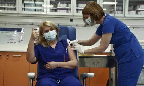 Ευσταθία Καμπισιούλη: Τι ανέφερε η νοσηλεύτρια που εμβολιάστηκε πρώτη - Πιστεύω σε αυτό το εμβόλιο