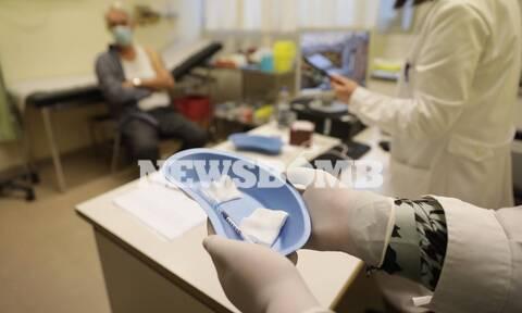 Κορονοϊός: Έγιναν οι πρώτοι εμβολιασμοί στη χώρα - Τα μηνύματα και το στοίχημα της επόμενης μέρας