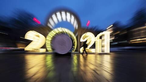 Παραμονή Πρωτοχρονιάς: Πώς να γιορτάσετε με ασφάλεια - Οι οδηγίες του CDC