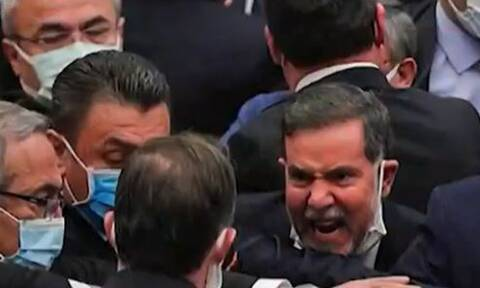 «Ρινγκ» η βουλή της Τουρκίας - Πιάστηκαν στα χέρια βουλευτές (vid)