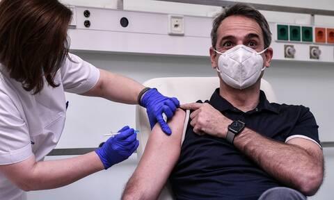 Νοσηλεύτρια απαντά σε όσους λένε ότι έγιναν «εμβόλια με φυσιολογικό ορό»