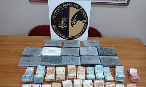 Μπλόκο σε 14 κιλά κοκαΐνης από την Ιταλία - Δείτε πού τα έκρυβε οδηγός φορτηγού