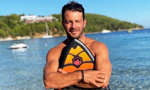 Γιώργος Αγγελόπουλος: Δείτε τον να ψήνει βασιλόπιτες στον φούρνο του θείου του!