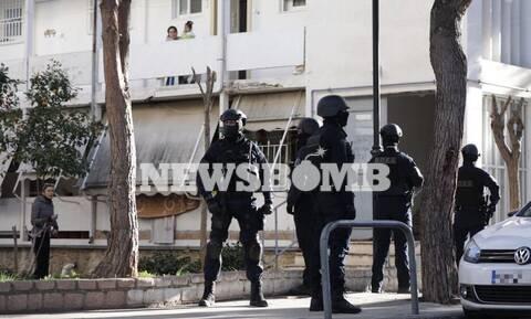 Αγία Βαρβάρα: Οι πρώτες εικόνες από το σημείο - Παραμένει ταμπουρωμένος ένοπλος άνδρας