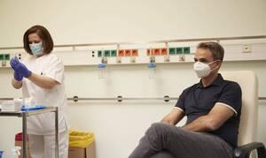 Греческие лидеры сделали прививку от коронавируса
