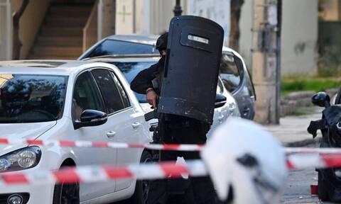 Θρίλερ στην Αγία Βαρβάρα: Το 'σκασε ο ένοπλος που ταμπουρώθηκε σε σπίτι - Αναζητείται από την ΕΛ.ΑΣ.