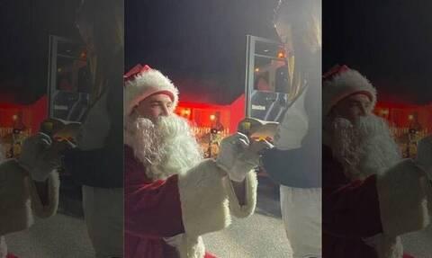 Πυροσβέστης ντύθηκε Άγιος Βασίλης και ζήτησε το κορίτσι του σε γάμο
