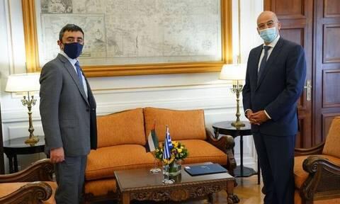 Νίκος Δένδιας και Εμιρατινός ΥΠΕΞ συζήτησαν την ενίσχυση της στρατηγικής σχέσης των δυο χωρών