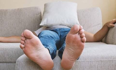 Μεγάλο κόλπο για να μην βρωμάνε άλλο τα πόδια σου!