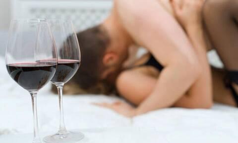 Σεξ: Αυτό είναι το ποτό που ανεβάζει τη λίμπιντο
