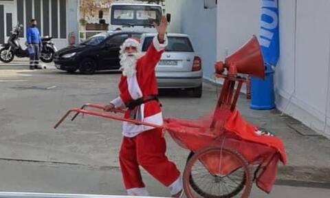 Εύβοια: Ο Άγιος Βασίλης είπε τα κάλαντα και μοίρασε ευχές