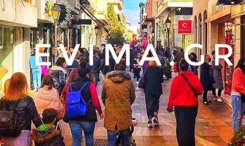 Χαλκίδα: «Βούλιαξαν» από κόσμο οι κεντρικοί δρόμοι της πόλης την Παραμονή Πρωτοχρονιάς