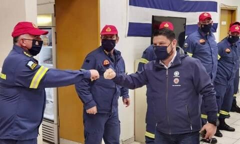 Νίκος Χαρδαλιάς: Αλλαγή χρόνου με πυροσβέστες και αστυνομικούς σε Περιστέρι και Μενίδι (pics)