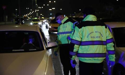 Πρωτοχρονιά: Οκτώ συλλήψεις και 1.668 παραβάσεις των μέτρων κατά του κορονοϊού