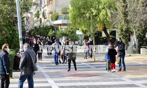 Ρεπορτάζ Newsbomb.gr: Lock…ποιο; Γεμάτη με κόσμο η πλατεία της Νέας Σμύρνης (pics)
