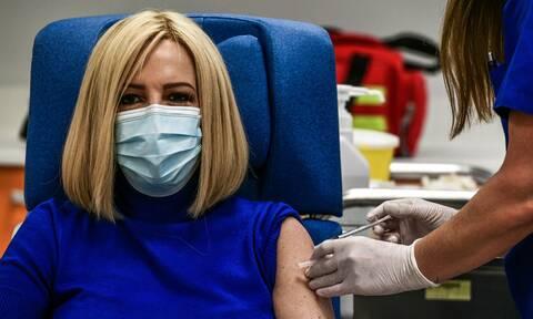 Εμβολιάστηκε η Φώφη Γεννηματά: «Με το εμβόλιο η ελπίδα επιστρέφει»