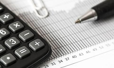 Φοροελαφρύνσεις και αυξήσεις σε μισθούς και συντάξεις - Τι αλλάζει, ποιους αφορά (ΠΙΝΑΚΕΣ)