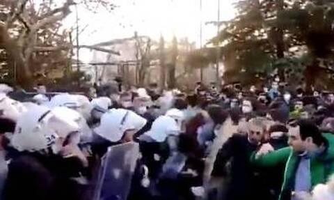 Τούρκοι φοιτητές εναντίων Ερντογάν: Εξέγερση για τον διορισμό Πρύτανη με διάταγμα του σουλτάνου