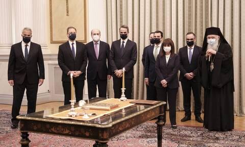 Ανασχηματισμός 2021: Σε τρεις ομάδες η ορκωμοσία υπουργών και υφυπουργών – Οι πρώτες δηλώσεις (vid)