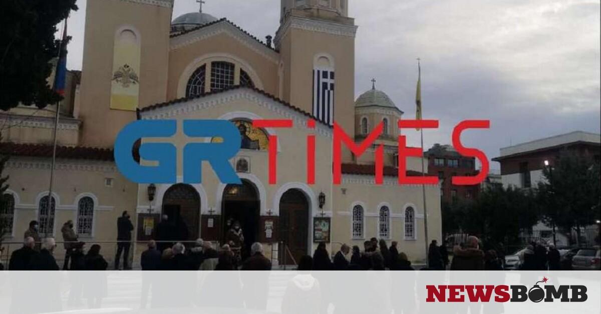 Θεοφάνεια: Κοσμοσυρροή έξω από τη Μητρόπολη Καλαμαριάς (vid, pics) – Newsbomb – Ειδησεις