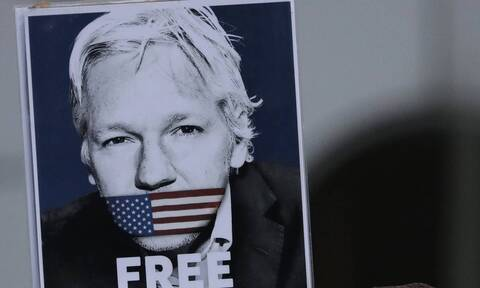 «Όχι» βρετανικού δικαστηρίου στην αποφυλάκιση Ασάνζ με εγγύηση