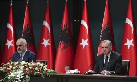 Ξαφνική συνάντηση Ερντογάν-Ράμα στην Άγκυρα: Τα μηνύματα για «αδελφικά έθνη» και κοινούς εχθρούς